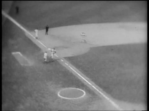 vídeos de stock e filmes b-roll de b/w 1953 high angle zoom in brooklyn dodgers duke snider carl furillo running to home plate / world series - camisola de basebol