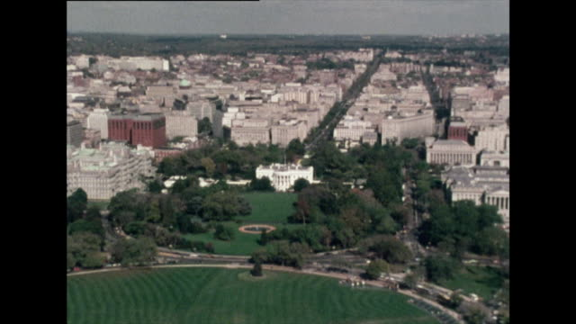 high angle zoom in to white house; 1976 - weißes haus stock-videos und b-roll-filmmaterial