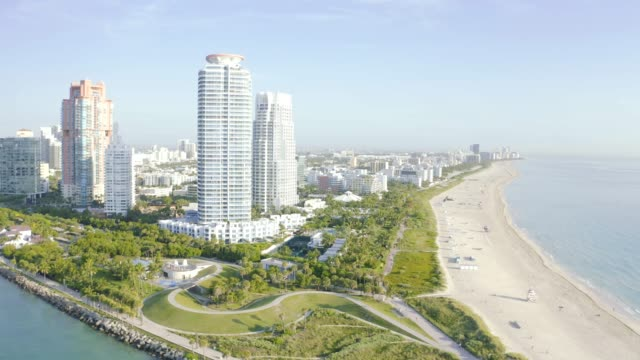 high drone view of south beach in miami from south pointe park, florida, usa - アールデコ地区点の映像素材/bロール
