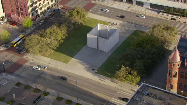 ws aerial zi zo high john f kennedy memorial / dallas, texas, united states - john f kennedy video stock e b–roll