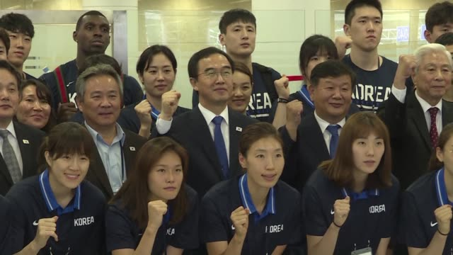 a high level south korean delegation arrives in pyongyang with dozens of basketball players as north korean leader kim jong un's favourite sport... - diplomacy stock videos and b-roll footage