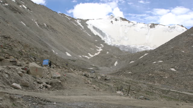 high peaks covered by snow at the chang la pass, ladakh, india - mountain road stock videos & royalty-free footage