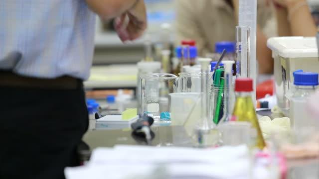 High school Chemieunterricht