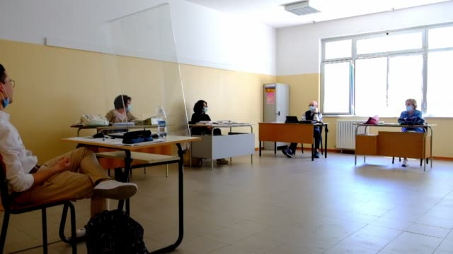 "stockvideo's en b-roll-footage met high school ""galileo galilei"" of lanciano during the state exams in lanciano, italy, on june 19, 2020 amid the ""phase 3"" of the coronavirus outbreak. - galileo galilei"