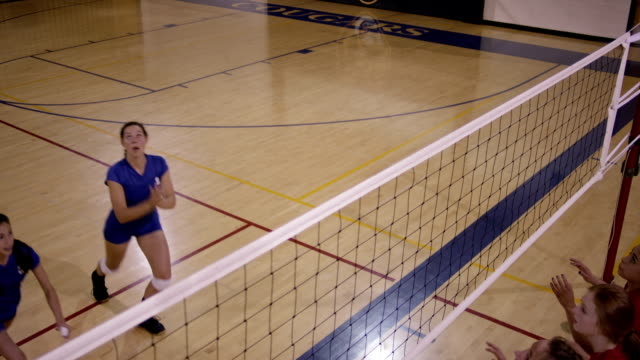 high-school-mädchen-volleyball - volleyballnetz stock-videos und b-roll-filmmaterial