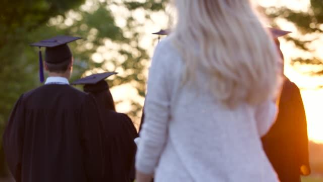 stockvideo's en b-roll-footage met middelbare school afstuderen - positieve emotie