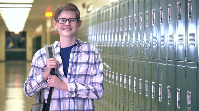 high school student in hallway - 14 15 years stock videos & royalty-free footage