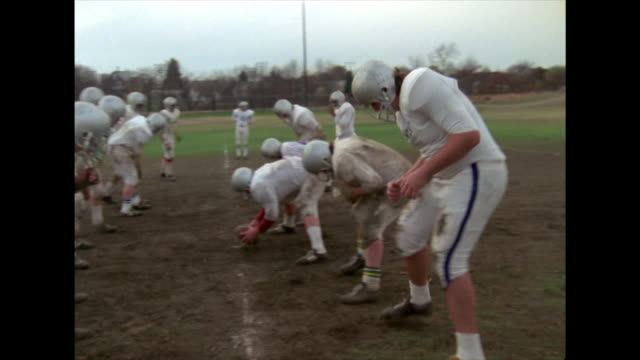 vídeos de stock e filmes b-roll de high school students play american football; 1974 - 1974