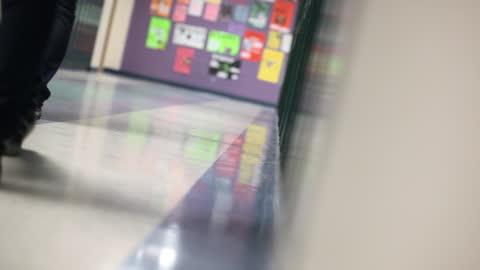 high school students walk down the hall past lockers toward class. - skolbyggnad bildbanksvideor och videomaterial från bakom kulisserna