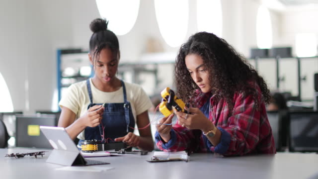 high school students working on a robotic arm in class - stem stock videos & royalty-free footage