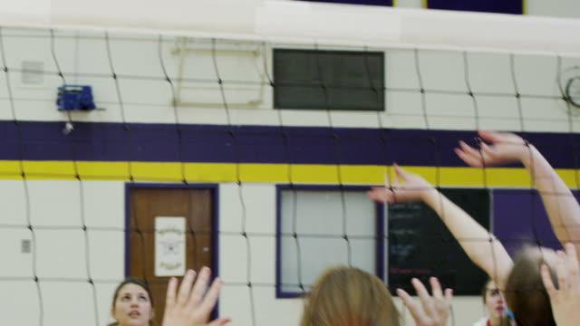 high school volley - blocco di partenza per l'atletica video stock e b–roll