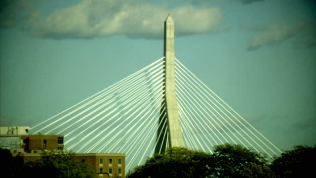 ms, high section of leonard p. zakim bunker hill memorial bridge, boston, massachusetts, usa - ザキム・バンカーヒル橋点の映像素材/bロール