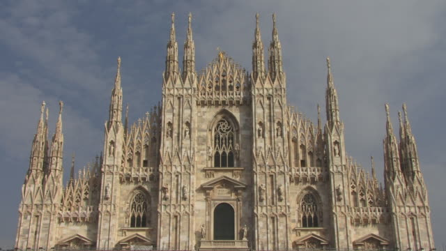 ms, td, high section of milan cathedral (duomo di milano), milan, lombardy, italy - cathedral stock videos & royalty-free footage