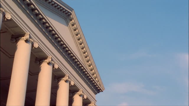 cu, la, high section of virginia state capitol, richmond, virginia, usa - architrav stock-videos und b-roll-filmmaterial