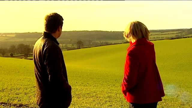 vídeos de stock e filmes b-roll de high speed 2 rail link expected to get go-ahead; england: chiltern hills: ext various of alison doggett and reporter looking across hills alison... - vedação