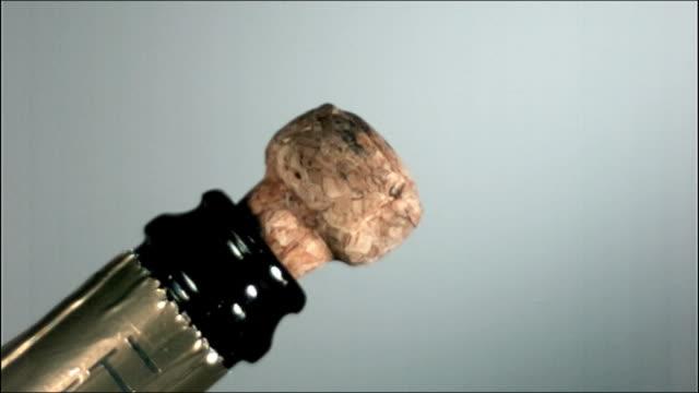 high speed champagne cork take off - sektkorken stock-videos und b-roll-filmmaterial