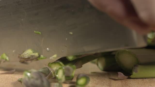 vídeos y material grabado en eventos de stock de high speed knife chopping asparagus tips - potasio