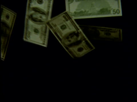 vidéos et rushes de high speed - money, $50 bills falling through frame, black background - billet de banque