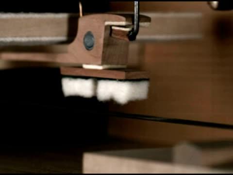 vidéos et rushes de high speed piano mechanism - pièce mécanique