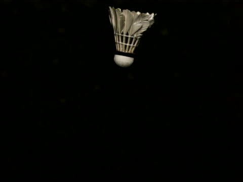 vidéos et rushes de high speed shuttlecock hitting - badminton sport
