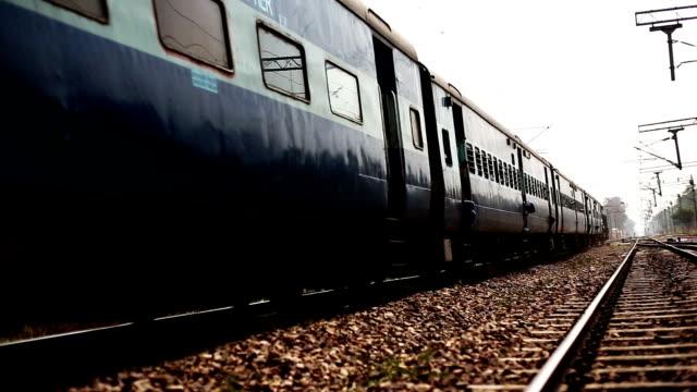 Hochgeschwindigkeitszug in der Station eingeben