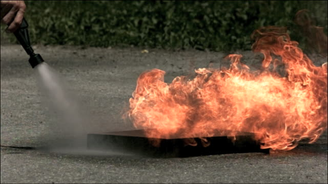 High speed water fire extinguisher, putting out fire