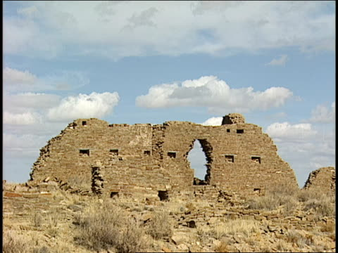 high stone walls remain among the ruins of penasco blanco in chaco canyon. - chaco canyon stock videos & royalty-free footage