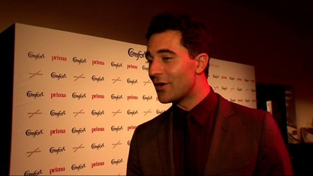 vídeos de stock, filmes e b-roll de celebrity interviews darius danesh interview sot supporting fashion awards for 'breakthrough for breast cancer' charity / has recorded 'x factor' /... - tony bennett