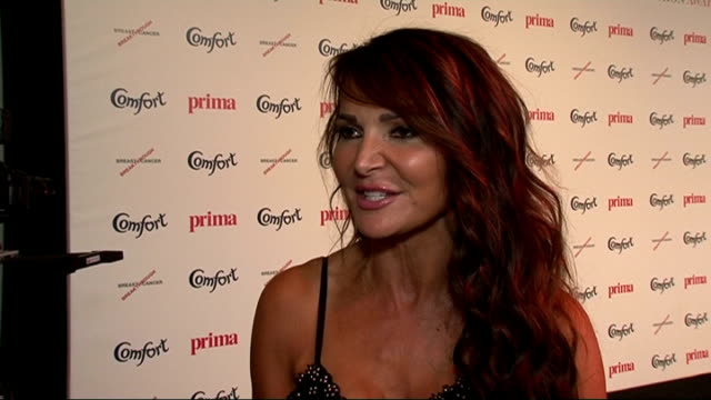 high street fashion awards 2011: celebrity interviews; england: london: int **flash photography throughout** lizzie cundy posing for photographs... - ストリクトリーカムダンシング点の映像素材/bロール