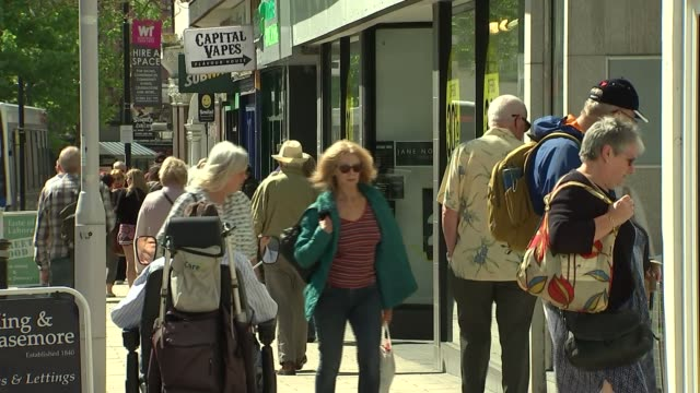vídeos de stock, filmes e b-roll de high street shopping in decline due to online competition general view worthing seafront with dog people along in high street 'to let' signs on... - entrevista formato bruto