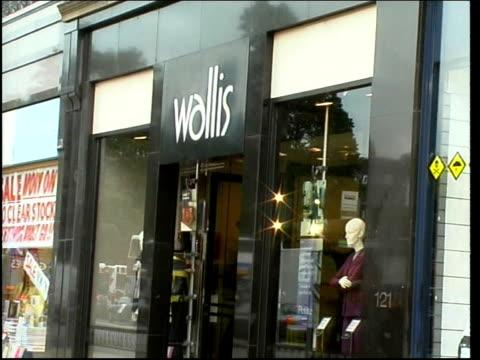 high street shops and businesses; scotland: edinburgh: ext gvs high street shops including: pizza hut / bristol & west building society / burger king... - スキップトン点の映像素材/bロール