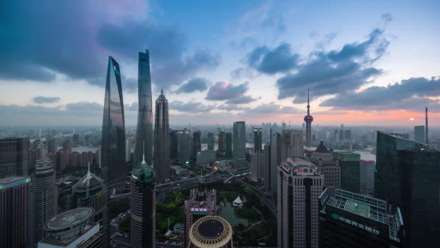 vidéos et rushes de high up wide view of shanghai landmark lujiazui financial center sunset to night cityscape transition - shanghai