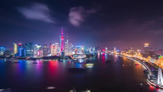 high up wide view of shanghai urban financial center and huangpu river night transition - 東方明珠塔点の映像素材/bロール
