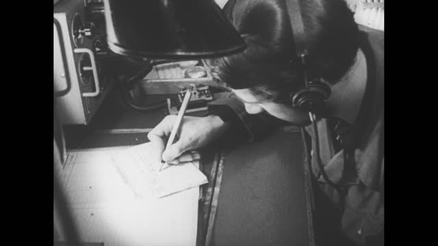 high view battle ship moving at sea, track of water / vs group of sailors looking thru binoculars / angle shot sailor looking thru binoculars, puts... - german language stock videos & royalty-free footage
