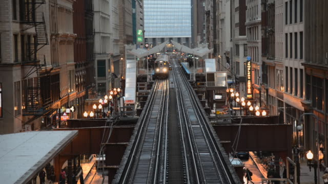 high view of chicago subway train / chicago, illinois - moving past stock-videos und b-roll-filmmaterial
