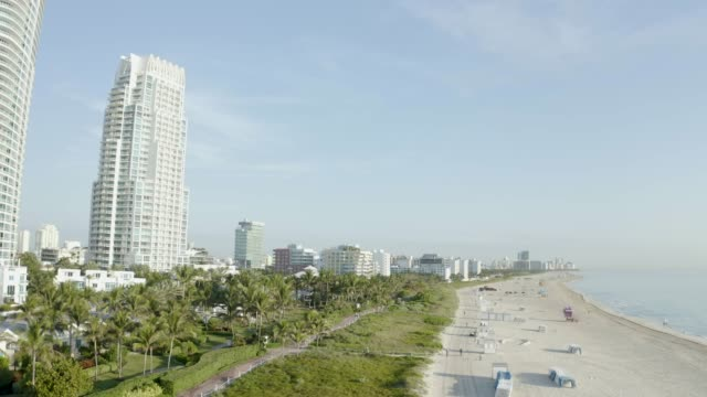 high view of south beach in miami from south pointe park, florida, usa - アールデコ地区点の映像素材/bロール