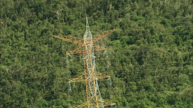vídeos de stock, filmes e b-roll de aerial high voltage electric transmission lines and steel support towers in rainforest / cancun, quintana roo, mexico - quintana roo