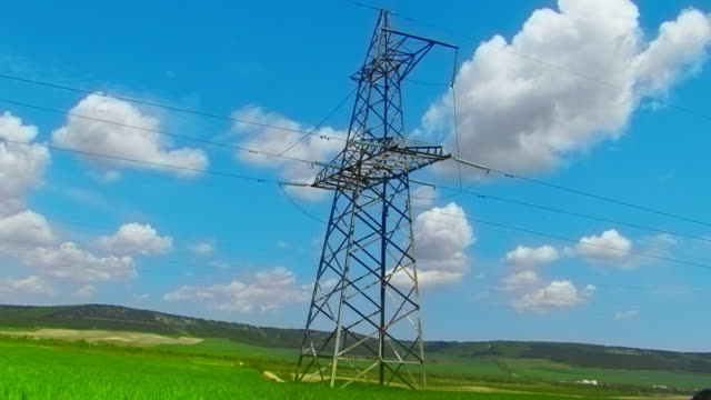 高電圧 pylons 、タイムラプス雲 - 発電所点の映像素材/bロール