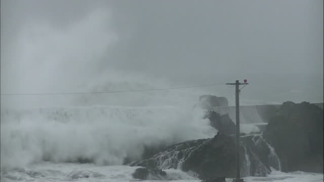 vídeos de stock, filmes e b-roll de high waves surge over the breakwater/shot at muroto citykochijapan on august 92014 - quebra mar