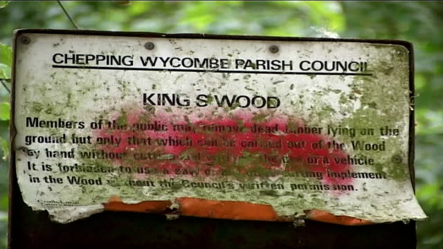 woodland area / police outside raided houses; police officer close to tent / close up of kingswood sign / un-uniformed police officers along /... - circondare video stock e b–roll