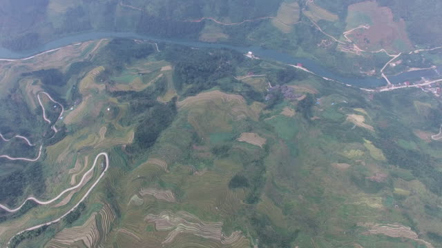 vídeos y material grabado en eventos de stock de aérea de alta altitud campo de arroz, longsheng.guilin, china - oficio agrícola