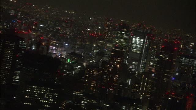 vídeos de stock e filmes b-roll de high-angle, tokyo nightscape, japan - bairro de shinjuku