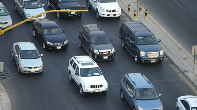 high-angle traffic on a road in jeddah. - jiddah bildbanksvideor och videomaterial från bakom kulisserna