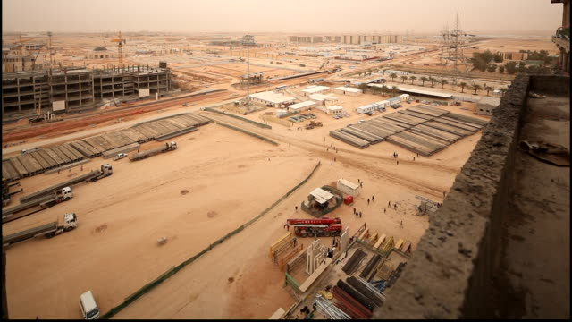 high-angle view of the king saud bin abdul aziz university campus in its final stages of construction. it is the first health sciences university in... - jiddah点の映像素材/bロール