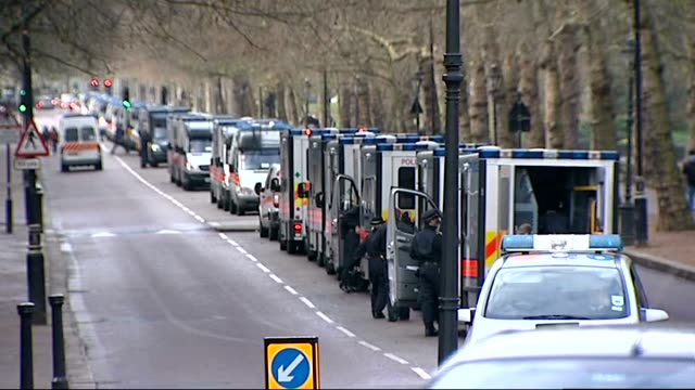 vídeos de stock e filmes b-roll de higher education tuition fees: legal challenge over 'kettling' tactic / house of lords vote: security measures; long line of police vehicles parked... - partido conservador britânico