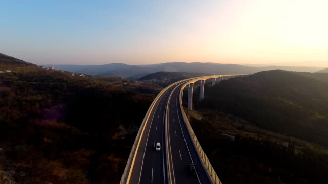 hd heli: höchste viadukt in slowenien - horizont stock-videos und b-roll-filmmaterial