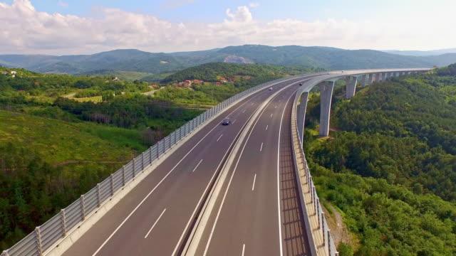 aerial höchste viadukt in slowenien - weitwinkel stock-videos und b-roll-filmmaterial