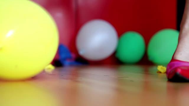 stockvideo's en b-roll-footage met highheels fun - hoge hakken