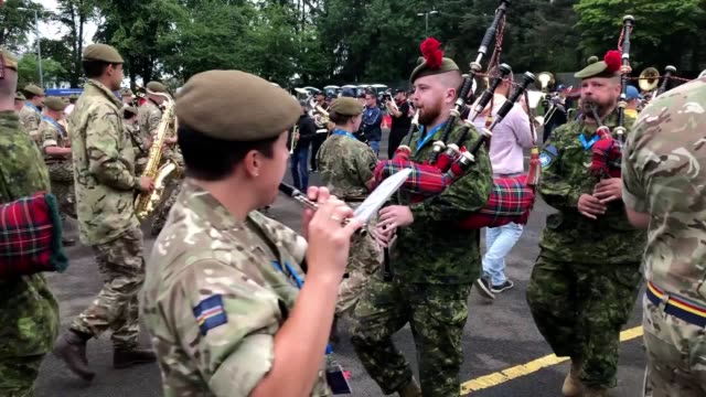 highland dancers and performers from around the world show off their skills during a rehearsal of the royal edinburgh military tattoo of 2019 at... - schottisches hochland stock-videos und b-roll-filmmaterial