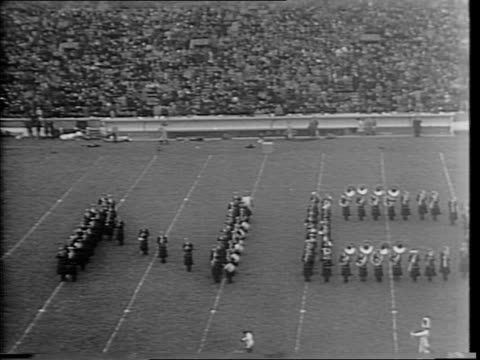 highlights from notre dame vs georgia tech college football game / number 43 angelo b bartelli quarter back number 20 julius a rykovich right hand /... - 1943 stock-videos und b-roll-filmmaterial